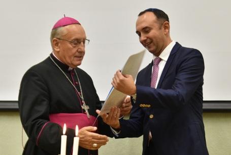 О присвоении иудейской премии  католическому иерарху