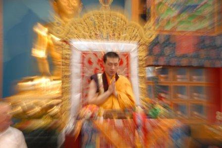 Лидер буддийской секты отказался от монашества ради женитьбы