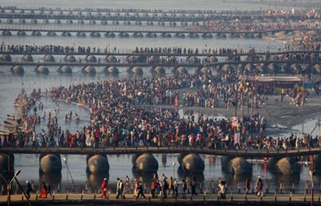 Во время праздника индуистов погибло 20 человек