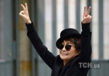 Йоко Оно выложила в twitter очки в крови Леннона (фото)