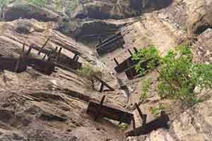 Падающие гробы в Китае