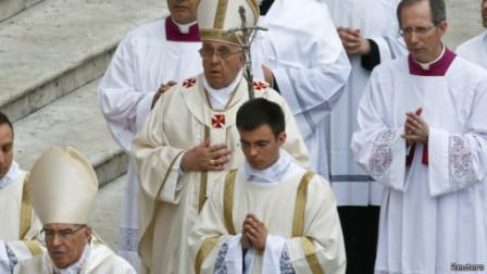 Католики по причине еретичества лишены благодати, а прославлять они могут кого угодно