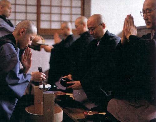 Буддисты из Японии создали секту 'Монахи без границ'