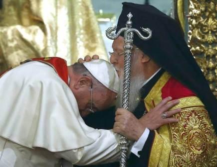 Экуменический этикет не возбраняет ни объятий, ни поцелуев, ни молений с еретиками